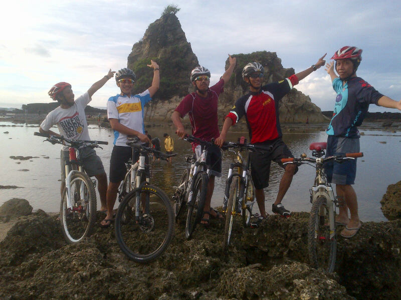 Touring to Pantai Sawarna